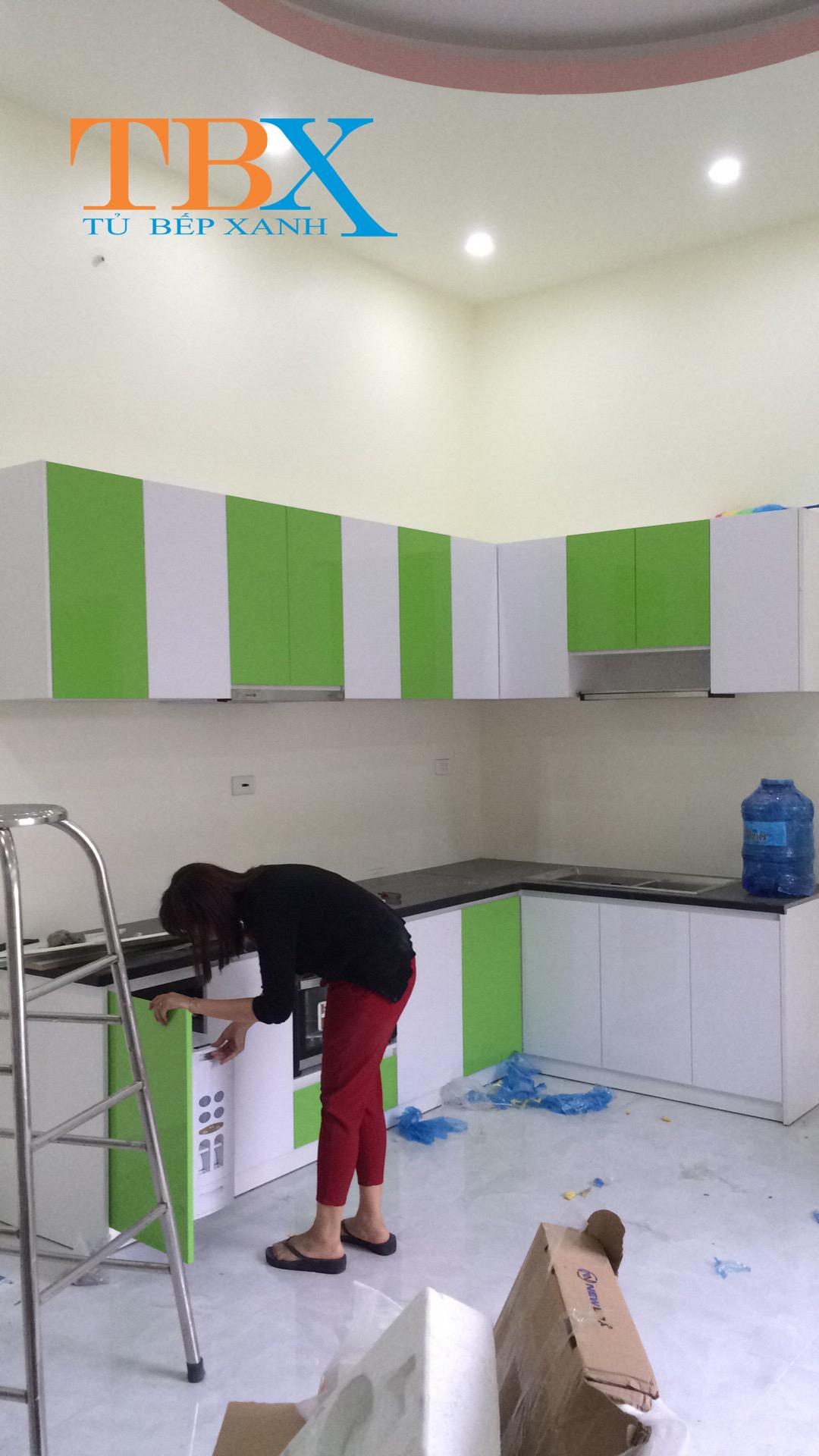 thiết kế tủ bếp acrylic