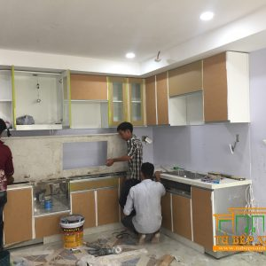 Hình ảnh thi công tủ bếp inox phủ acrylic chị hà quận 4