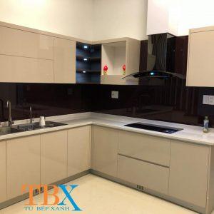 Tủ bếp acrylic nhà phố màu kem – tủ bếp bác Duy thủ đức