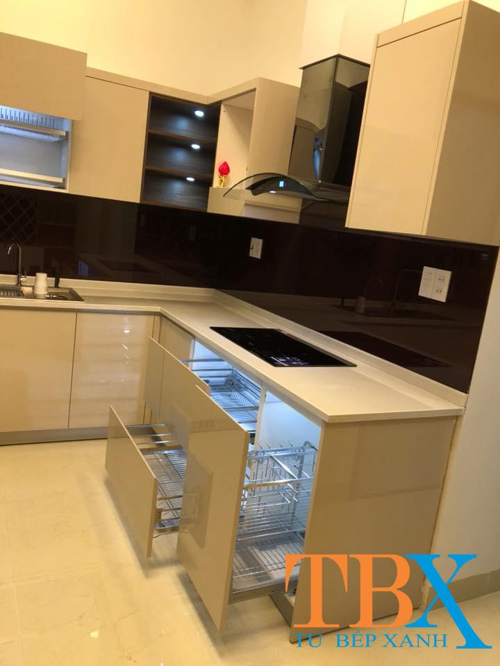 Tủ bếp sử dụng vật liệu MDF