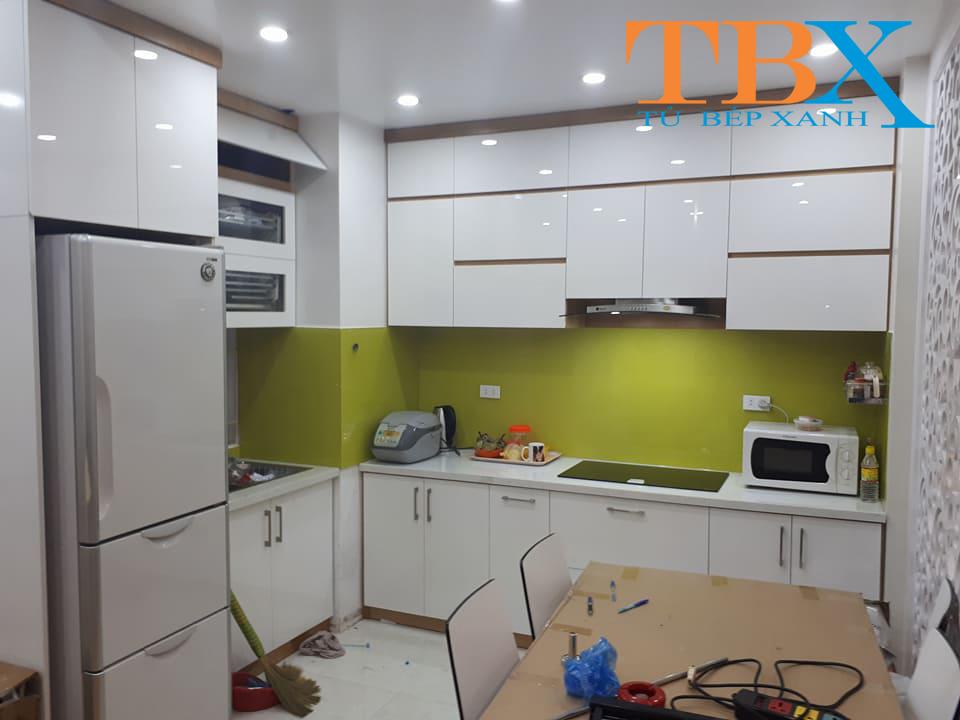 Tủ bếp gỗ acrylic màu trắng sáng