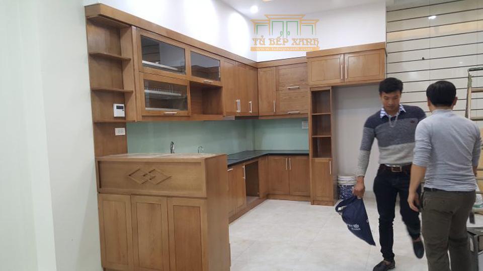 tủ bếp chữ L gỗ tự nhiên