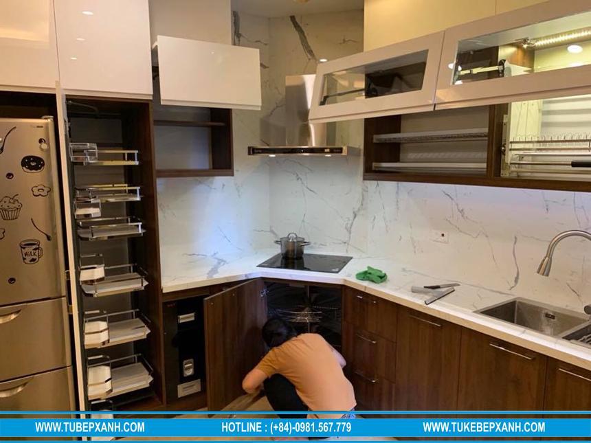 Thi công tủ bếp gỗ nhựa phủ acrylic an cường cao cấp ở Quận 2